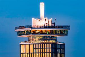 Kroon A'DAM toren tijdens zonsondergang