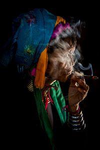 BAGHAN,MYANMAR, DECEMBER 12 2015 - Cheroot rokende oude vrouw in  Baghan. Wout Kok One2expose