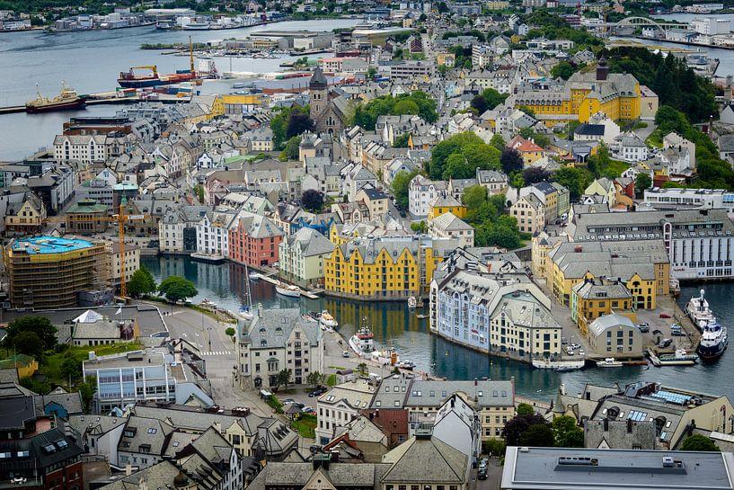 De kleurrijke Art Nouveau stad Ålesund van iPics Photography