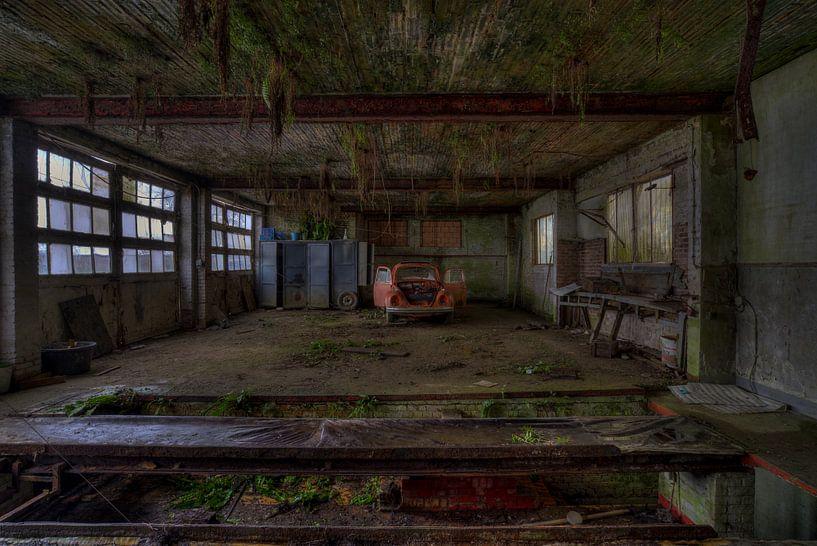 Die Red Bug Jungle Garage von Wesley Van Vijfeijken