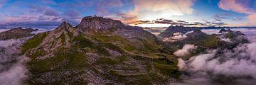 Panorama der roten Wand bei Sonnenaufgang von Denis Feiner