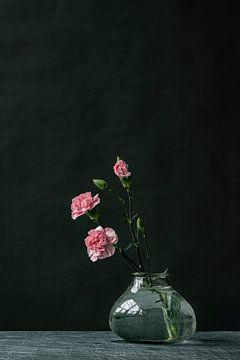 Fotodruck | Rosa Blumen in Glasvase | Botanisch von Jenneke Boeijink