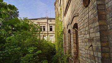 oude villa en opslaggebouw in het gebouwencomplex van de Böllberger Mühle in Halle Saale van Babetts Bildergalerie