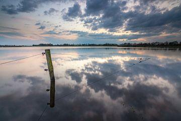 Reflectie tijdens zonsondergang om het Marumerlage van