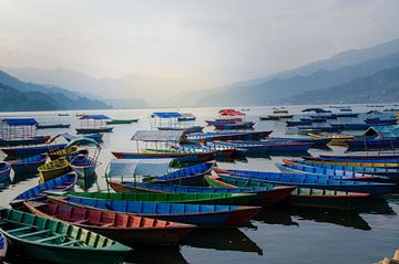 Phewa Lake bij Pokhara van Anouk Hol