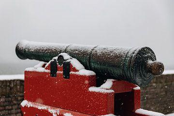 Historische Kanone Veere mit Schnee bedeckt von Percy's fotografie