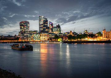 Skyline van Londen over de Thames van Thijs van Beusekom