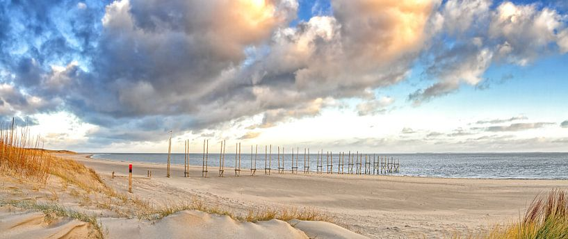 Panorama foto van het Texelse strand / Panoramic photo Texel beach van Justin Sinner Pictures ( Fotograaf op Texel)
