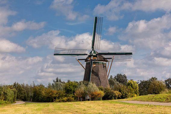 Historische molen in een landschap