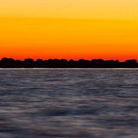 Natuur | Zonsondergang aan het IJsselmeer - Enkhuizen van Servan Ott
