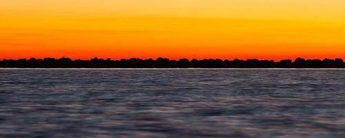 Natuur | Zonsondergang aan het IJsselmeer - Enkhuizen 2 van Servan Ott
