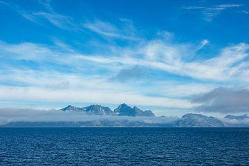 Küste auf den Lofoten in Norwegen van Rico Ködder