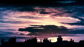 Daken met schoorstenen van Klaas Leussink