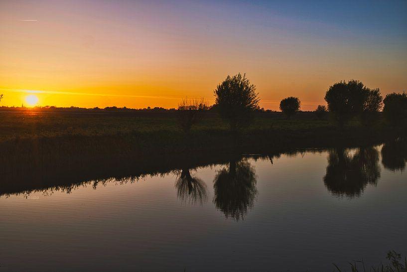 Zonsondergang in het gouden uur sur Eric de Kuijper