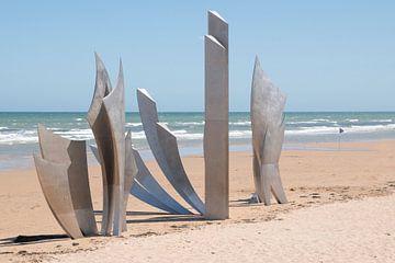 Herdenkings monument op Omaha beach, Normandië, Frankrijk van Christa Stroo fotografie