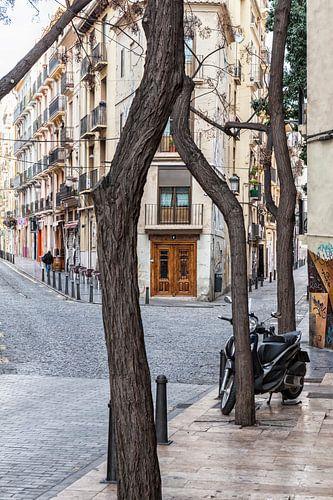 Straat in Valencia Spanje van Rob van der Teen