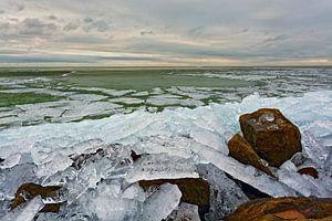 Kruiend ijs IJsselmeer.