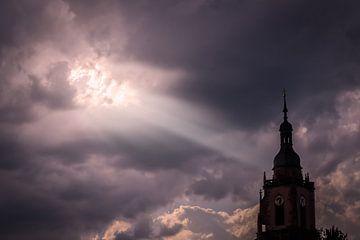 Lichtstrahl auf die Kirche von Eltville, Rheingau van