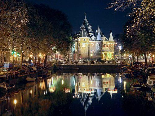 De Waag (Nieuwmarkt Amsterdam) in der Nacht von Edwin Butter