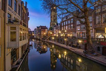 Domtoren en Oudegracht van Utrecht na zonsondergang vanaf de Gaardbrug sur Arthur Puls Photography