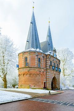 Cellebroederspoort à Kampen à Overijssel pendant une belle journée d'hiver sur Sjoerd van der Wal