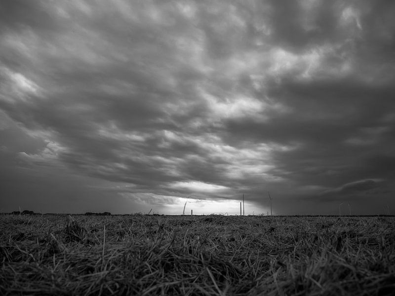 Dunkle Wolken von Martijn Tilroe