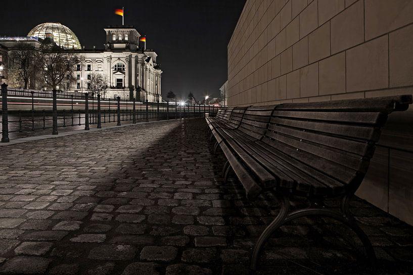 Le bâtiment du Reichstag à Berlin la nuit sur Frank Herrmann