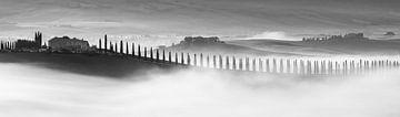 Sonnenaufgang in schwarz und weiß bei Poggio Covili, Toskana, Italien von Henk Meijer Photography