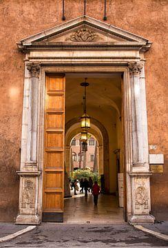 Deur van museum Palazzo Venezia,  Rome, Italië van Sebastian Rollé - travel, nature & landscape photography