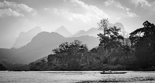 Visser op de Nam Ou rivier, Laos
