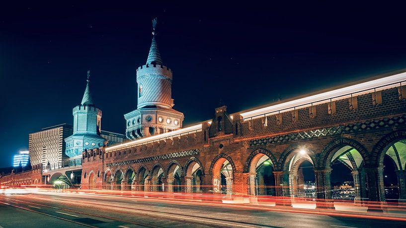 Berlin at Night – Oberbaum Bridge van Alexander Voss