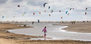 Kitesurfer in Kijkduin (Den Haag). von Claudio Duarte