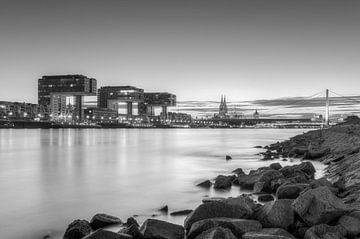 Cologne Skyline en noir et blanc sur Michael Valjak