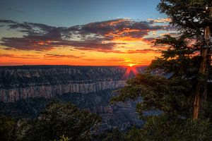 Zonsondergang bij de Grand Canyon van