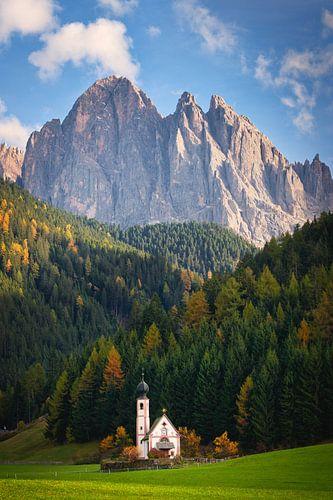 Ranui kerk met Dolomieten berg in de herfst