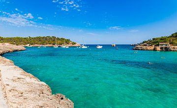 Idyllische baai van Cala Mondrago strand, prachtige baai op Mallorca van Alex Winter