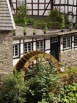 Monschau in de Eifel 6 (oude mosterdmolen) van Jörg Hausmann