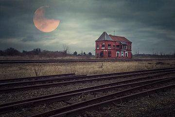 treinstation in maanlicht sur