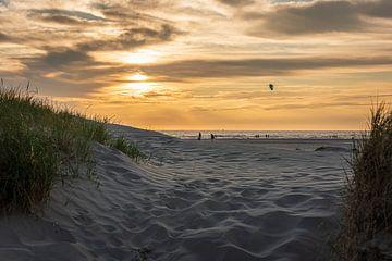 Zonsondergang bij het strand van Wijk aan Zee van Dana Oei fotografie