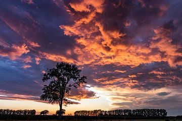 Zonsonder Holten(OV) regenbui van Frank Slaghuis