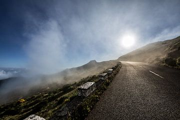 Durch die Wolken von Dennis Eckert