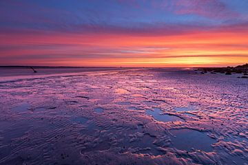 Kleurige zonsopkomst boven de Waddenzee van Anja Brouwer Fotografie