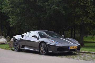 Een Ferrari F430 in Rotterdam von Liam Gabel
