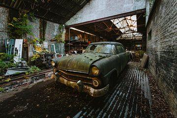 Vervallen Ford Fairlane van Maikel Claassen Fotografie