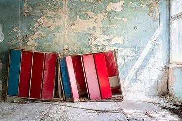 Kluisjes in Verlaten School. van Roman Robroek