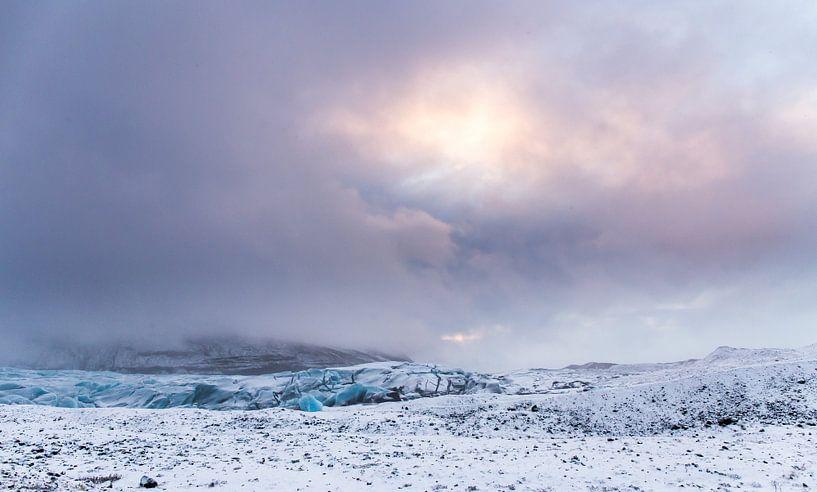 After the snowstorm (Svínafellsjökull) van Claudia van Zanten