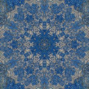Abstract mandala in blauw en zilver