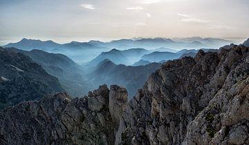 Berge im Nebel, Slowenien von Origami Art