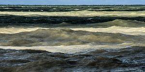 Gekleurde golven bij de Normandische krijtrotskust