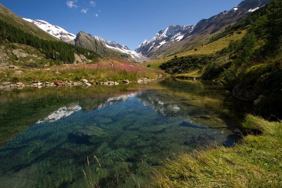 De Grundsee in het Lotschental Zwitserland van Paul Wendels